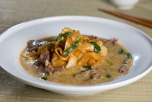 wat tan hor, popular cantonese fried noodle with beefの写真素材 [FYI00647746]
