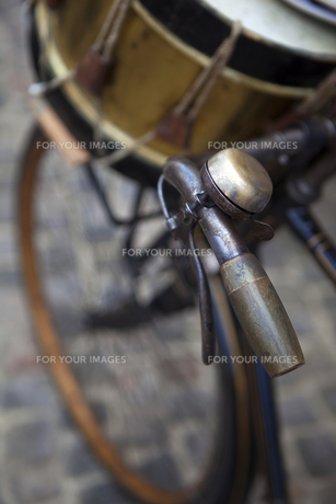 Bike and drumの写真素材 [FYI00647753]