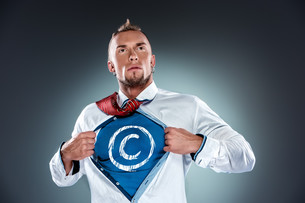 businessman acting like a super hero and tearing his shirt offの写真素材 [FYI00647782]