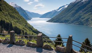scenic landscapes of the Norwegian fjords.の写真素材 [FYI00647813]