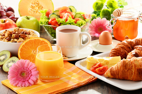 Composition with breakfast on the table. Balnced diet.の写真素材 [FYI00647837]
