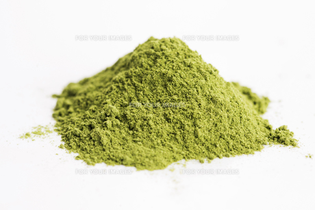 Young barley grass. Detox superfood.の写真素材 [FYI00647846]