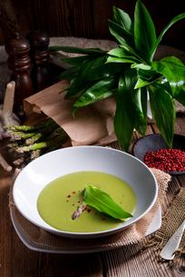 ramsons asparagus soupの写真素材 [FYI00647875]