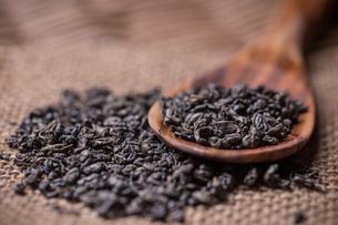 Dry green tea leavesの写真素材 [FYI00648010]
