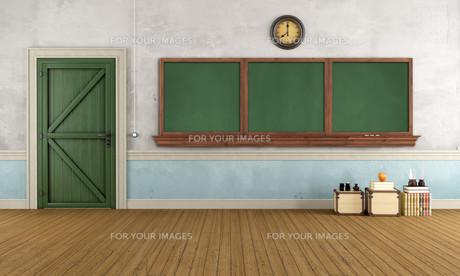 Empty retro classroomの写真素材 [FYI00648110]