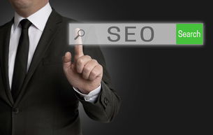 seo internet browser is served by businessmanの写真素材 [FYI00648122]