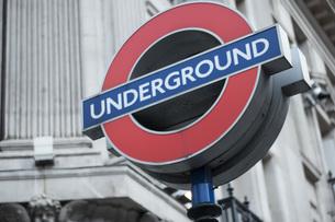 Sign of underground transit system in London, UKの写真素材 [FYI00648194]