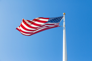 American flag against blue skyの写真素材 [FYI00648204]