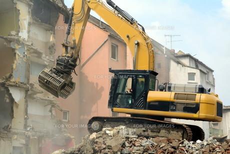 with demolition track excavatorの素材 [FYI00648358]