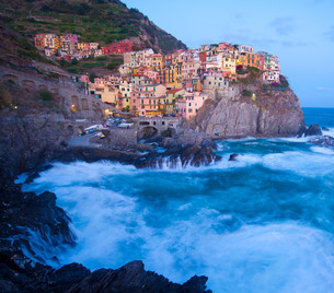 Manarola fisherman village in Cinque Terre, Italyの写真素材 [FYI00648611]