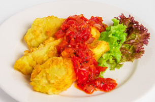Fried battered fish fillet on white plateの写真素材 [FYI00648656]