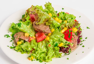 Salad with boiled beefの写真素材 [FYI00648657]