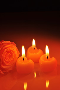 candle heartの写真素材 [FYI00648722]