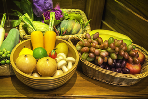 Fruits and vegetable in basketの写真素材 [FYI00648898]