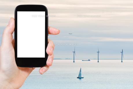 photo offshore wind farm near Copenhagen, Denmarkの写真素材 [FYI00648996]