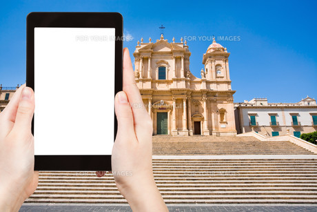tourist photographs Cathedral in Noto town, Sicilyの素材 [FYI00649013]