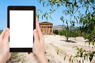 photo of Temple on Concordia town Agrigentoの写真素材 [FYI00649023]