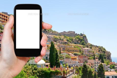 tourist photographs of Taormina resort city, Italyの素材 [FYI00649025]