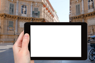 tourist photographs of baroque square in Palermoの写真素材 [FYI00649029]