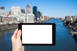 tourist photographs East river in New Yorkの素材 [FYI00649049]