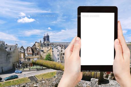tourist photographs town Sedan from castle, Franceの素材 [FYI00649080]