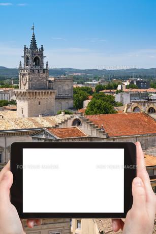 tourist photographs town Avignon, Franceの素材 [FYI00649086]