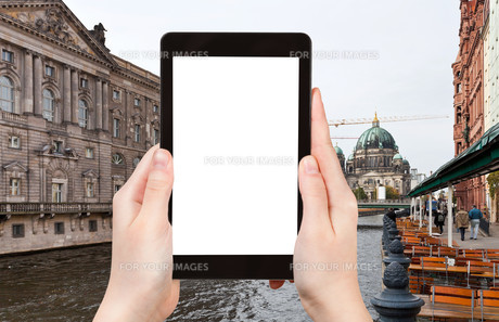 tourist photographs Spree river and Berliner Domの素材 [FYI00649119]