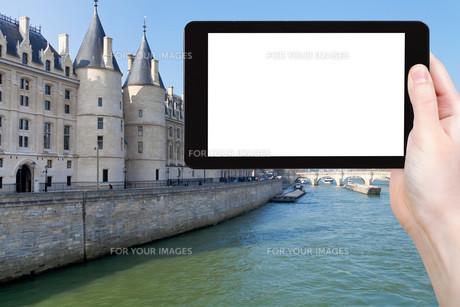 tourist photographs Conciergerie palace in Parisの素材 [FYI00649148]