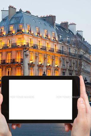 tourist photographs boulevard Saint Michel Parisの素材 [FYI00649150]