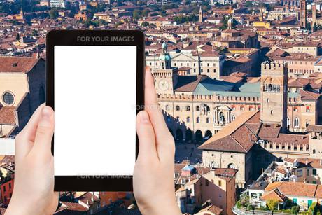 tourist photographs of Piazza Maggiore in Bolognaの素材 [FYI00649169]
