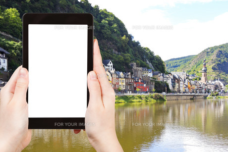 tourist photographs of Cochem town on Moselleの素材 [FYI00649171]