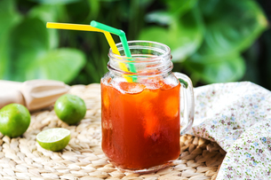 Thai Ice tea with limeの写真素材 [FYI00649234]