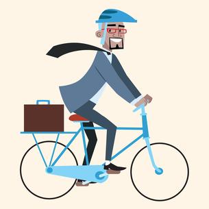 Black businessman on bike rides to workの写真素材 [FYI00649238]
