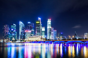 Singapore at nightの写真素材 [FYI00649289]