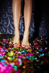 Legs on confettiの素材 [FYI00649322]