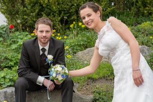 newlyweds in wedding gardenの写真素材 [FYI00649609]