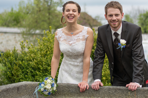 newlyweds in old stone fountainの写真素材 [FYI00649615]