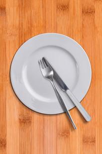 White empty plateの写真素材 [FYI00649648]