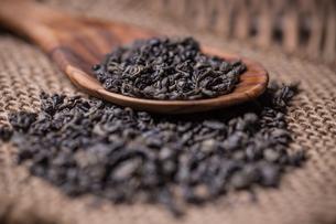 Dry green teaの写真素材 [FYI00649674]