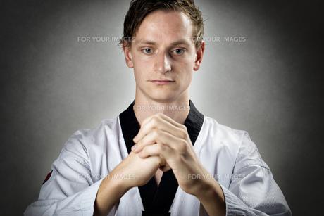 Meditating Taekwon Do Masterの写真素材 [FYI00650022]