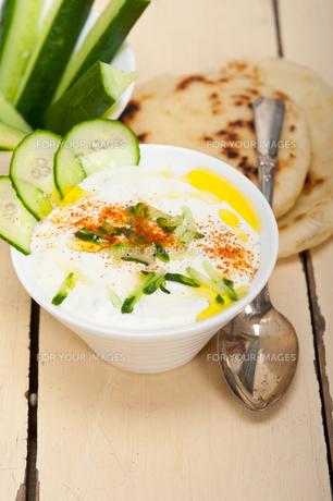 Arab middle east goat yogurt and cucumber saladの写真素材 [FYI00650252]