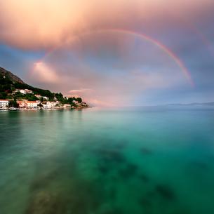 Rainbow over Rocky Beach and Small Village after the Rain, Dalmatia, Croatiaの写真素材 [FYI00650616]