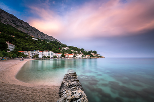 Beautiful Adriatic Beach and Mimice Village on Omis Riviera in Dalmatia, Croatiaの素材 [FYI00650617]