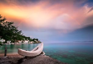 Rainbow over the White Stone Boat and Small Village in Omis Riviera, Dalmatia, Croatiaの写真素材 [FYI00650619]