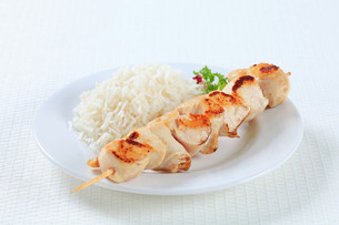 Chicken skewer with riceの写真素材 [FYI00650650]