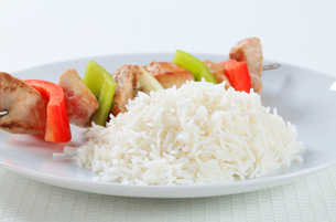 Shish kebabs with riceの写真素材 [FYI00650685]
