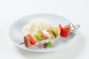 Shish kebabs with riceの写真素材 [FYI00650687]