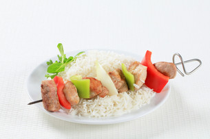 Shish kebabs with riceの写真素材 [FYI00650690]