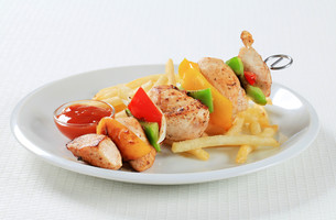 Chicken Shish kebab with French friesの写真素材 [FYI00650982]