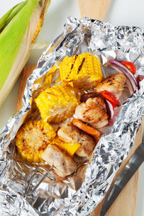 Shish kebab and grilled cornの写真素材 [FYI00651385]